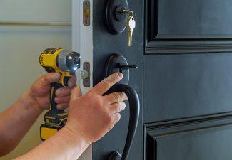 locksmith-changing-exterior-door-locks